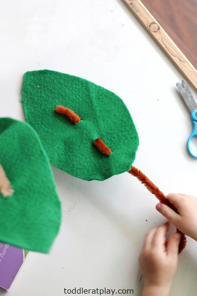 felt palm branches- toddler at play (1)