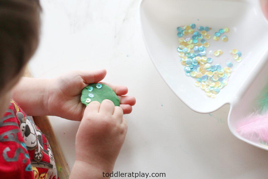 spring play-dough tray-toddler at play (7)