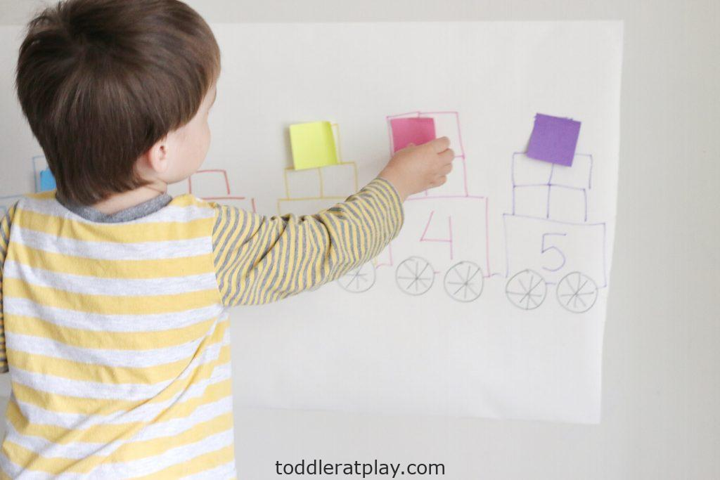 counting train using post-it notes- toddler at play (12)