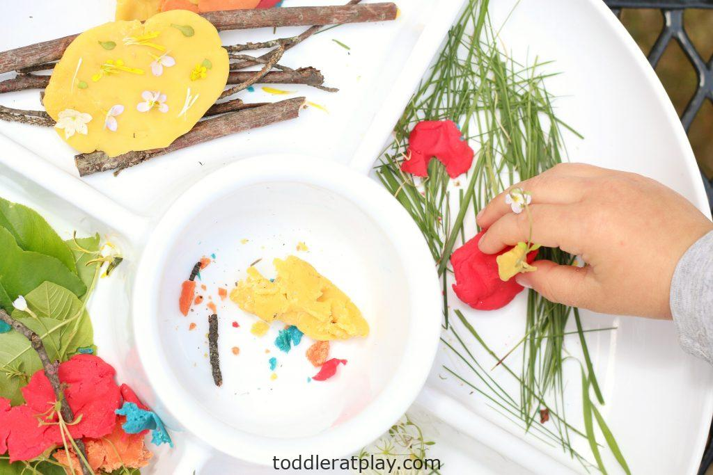 outdoor play-dough invitation to create- toddler at play (1)
