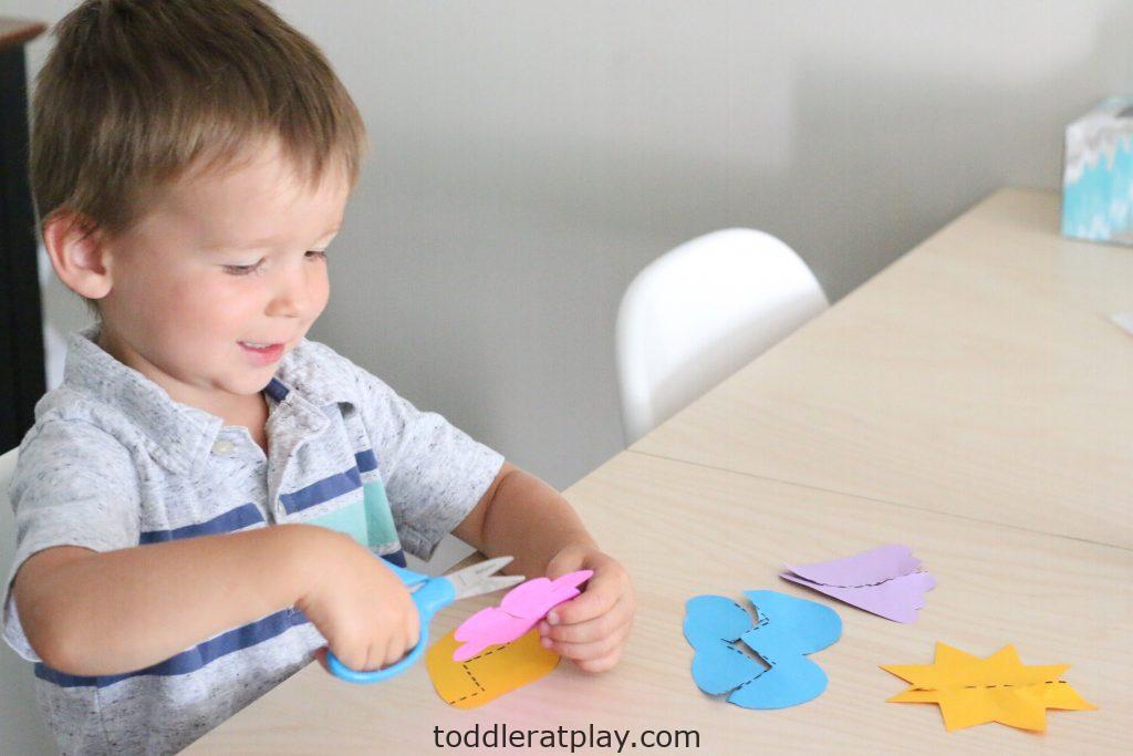 summer scissor skills- toddler at play (2)