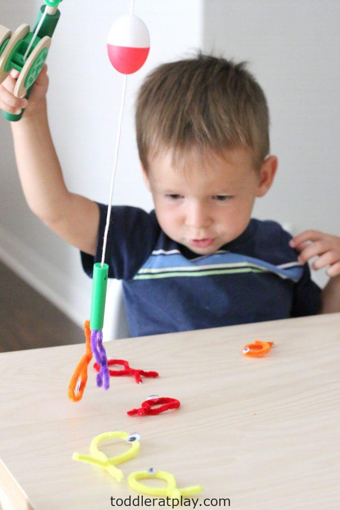 pipecleaner fishing- toddler at play (16)