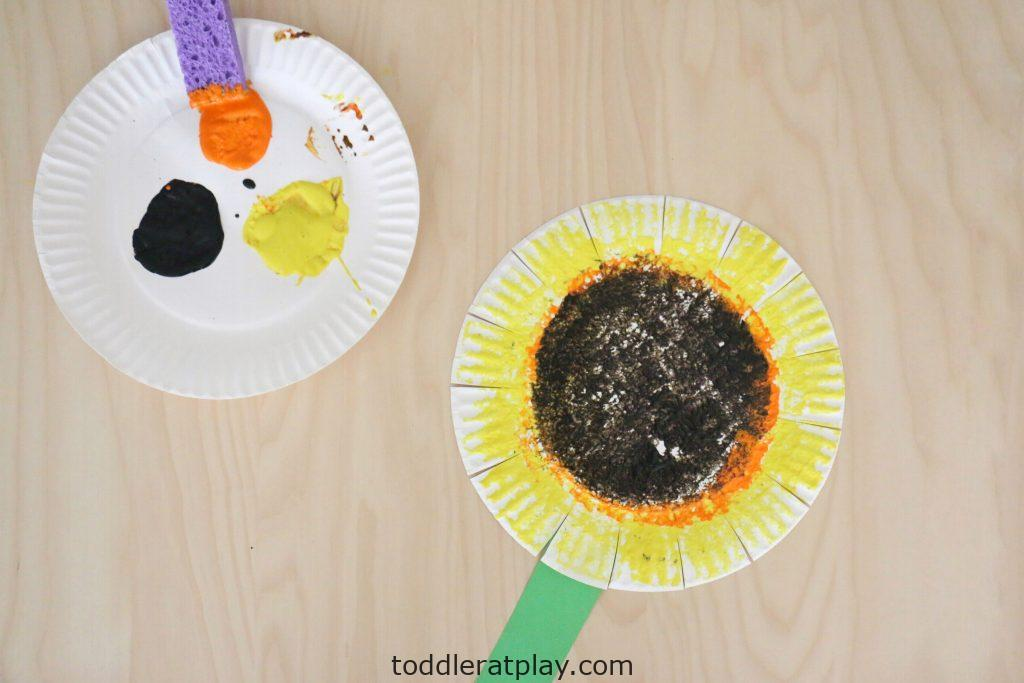 sponge painted sunflower- toddler at play (4)
