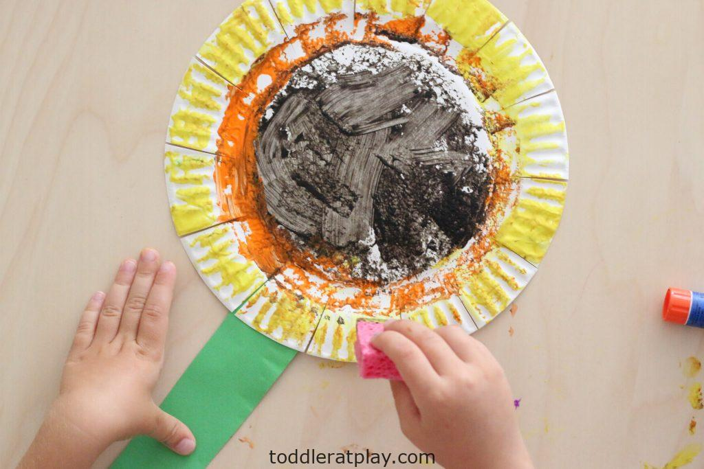 sponge painted sunflower- toddler at play (7)