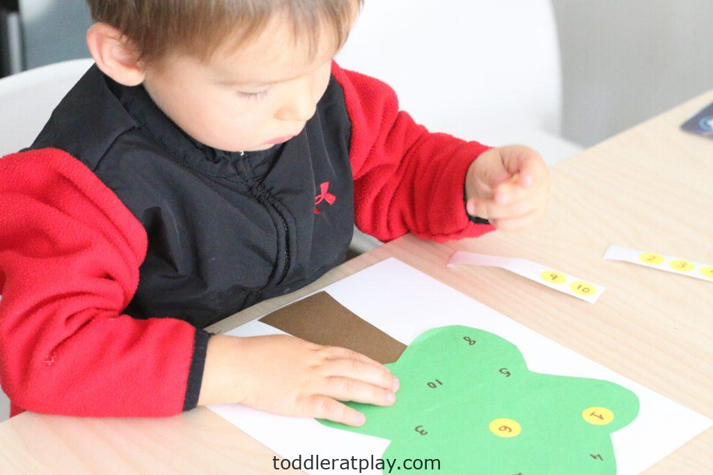 apple tree number match- toddler at play (14)