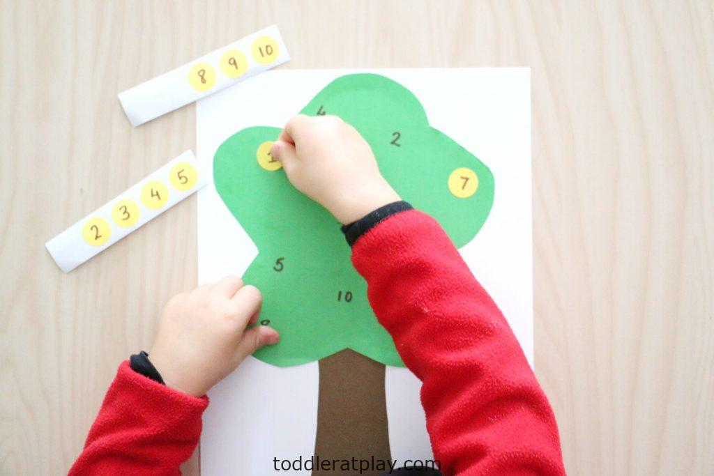 apple tree number match- toddler at play (25)