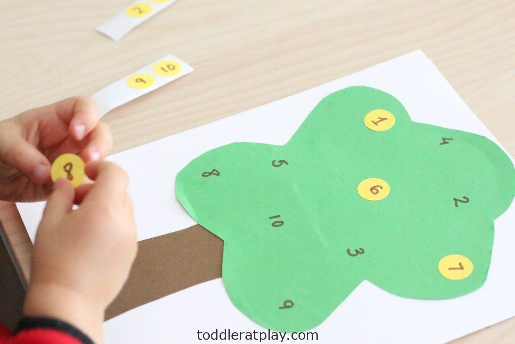 apple tree number match- toddler at play (26)