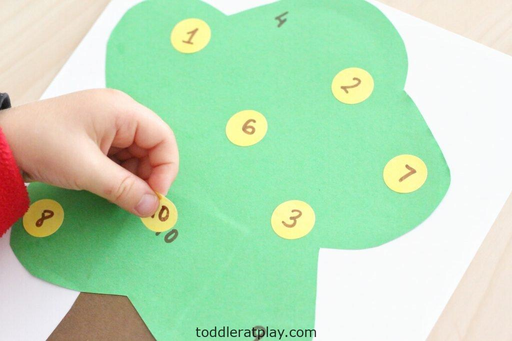 apple tree number match- toddler at play (27)
