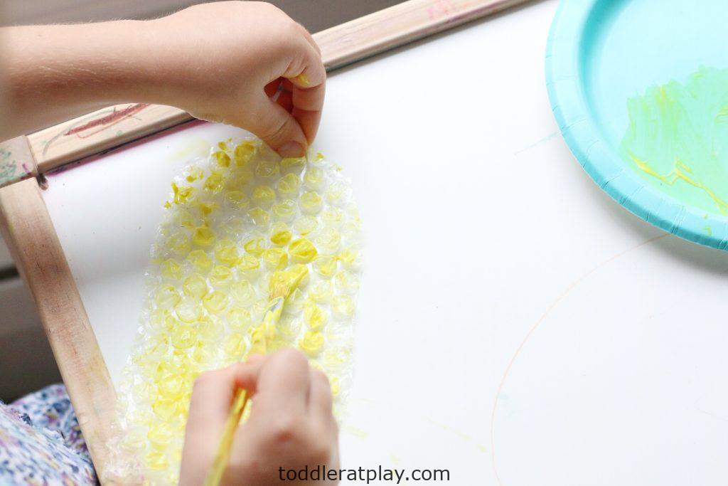 bubble wrap corn craft- toddler at play (16)