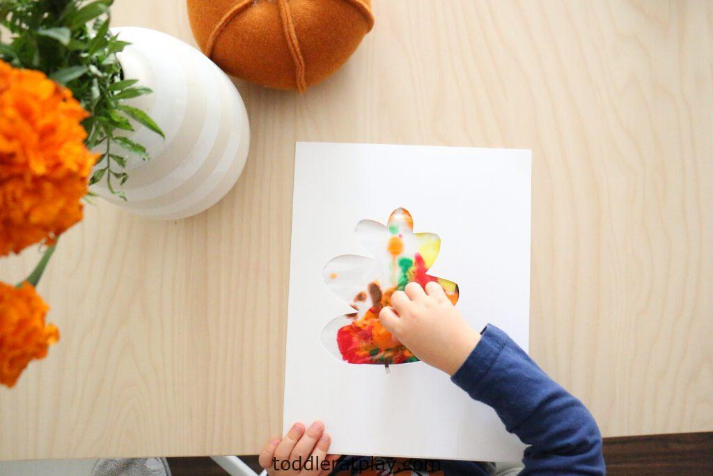 mess free sensory leaf painting- toddler at play (1)