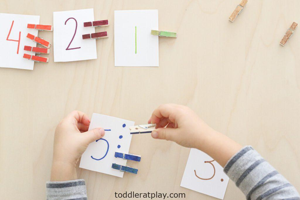 clothespin counting cards- toddler at play (8)