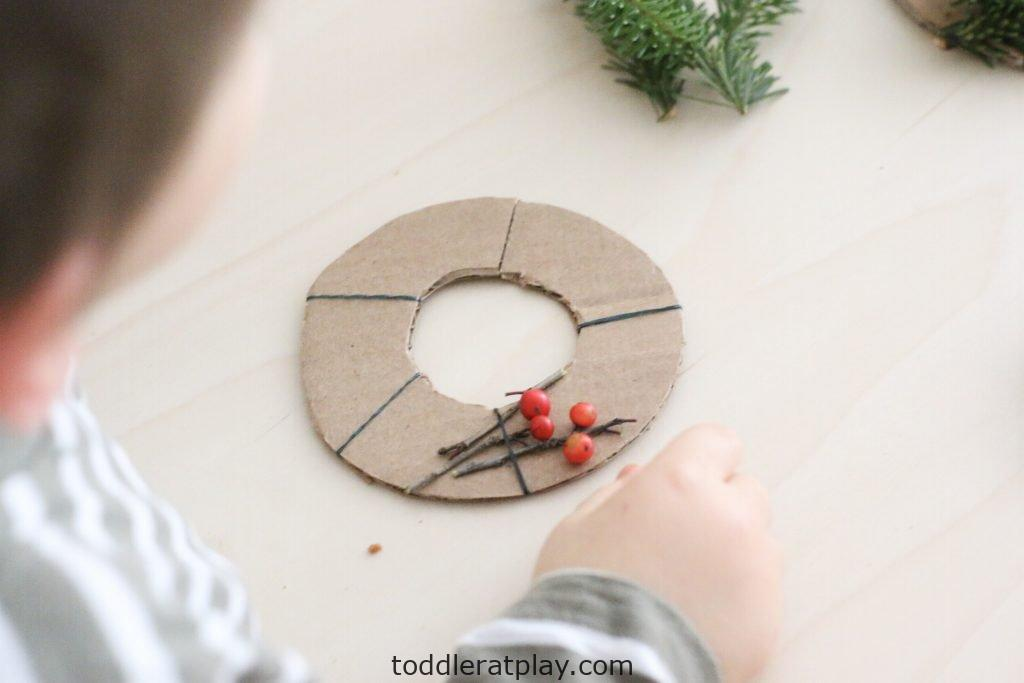 mini christmas wreaths- toddler at play (12)