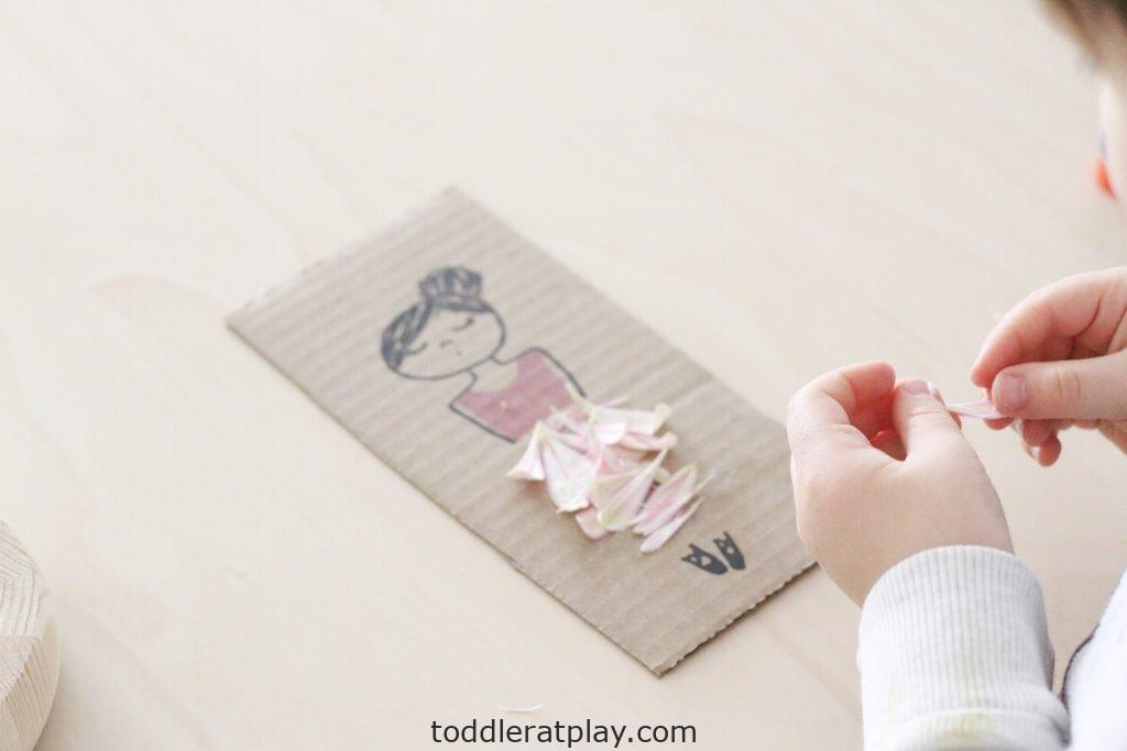 flower petal craft- toddler at play (5)