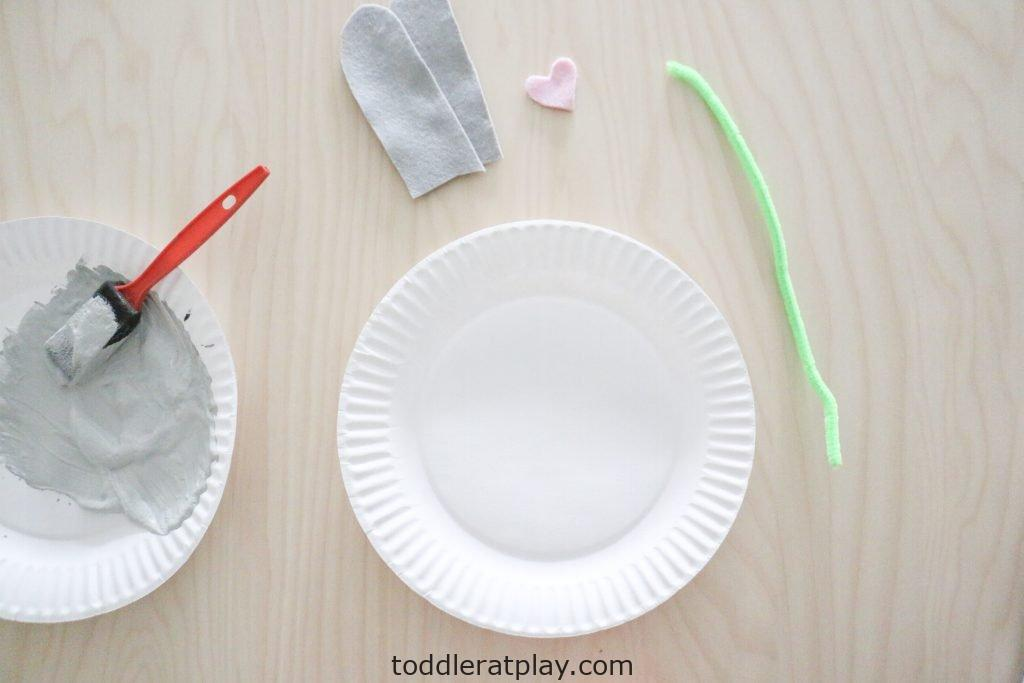 paper plate bunny craft- toddler at play (4)