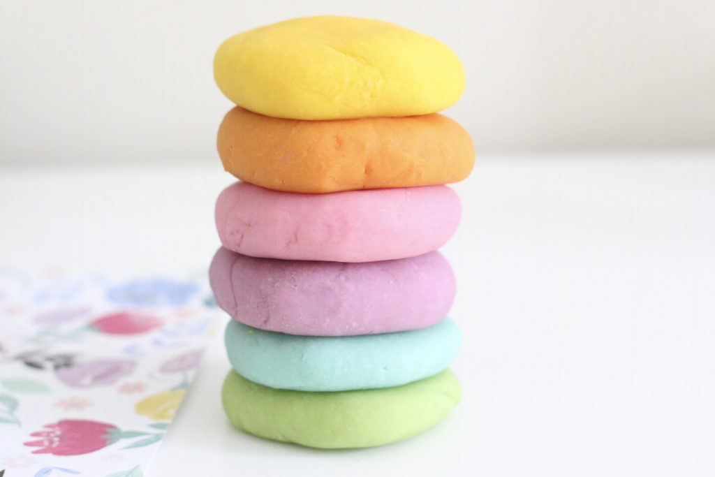 the best play-dough recipe- toddler at play (4)
