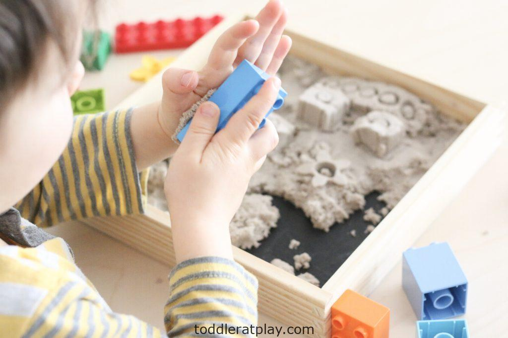 duplo kinetic sand sensory bin- toddler at play (6)
