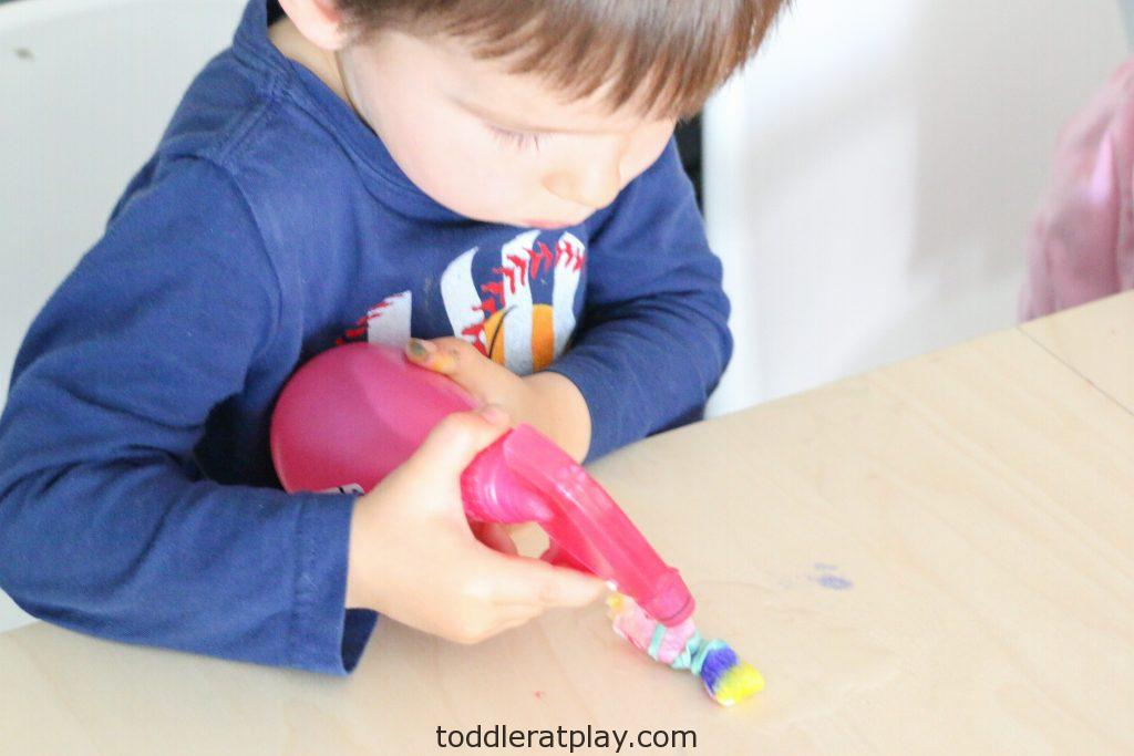 paper towel tie dye activity - toddler at play (6)