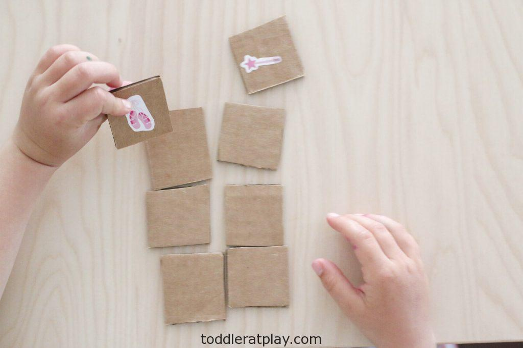 match game using stickers- toddler at play (9)match game using stickers- toddler at play (9)