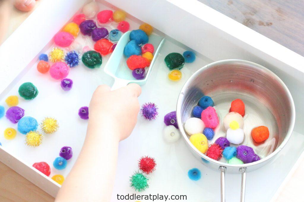 pom pom sensory bin - toddler at play (3)