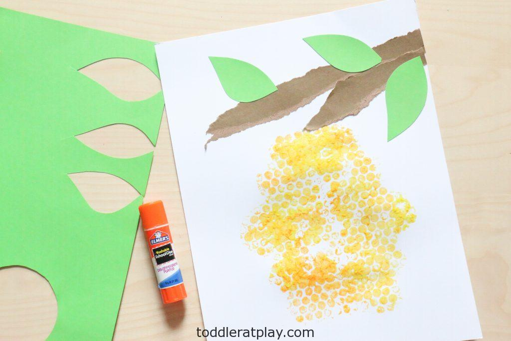 bubble wrap beehive craft- toddler at play (2)