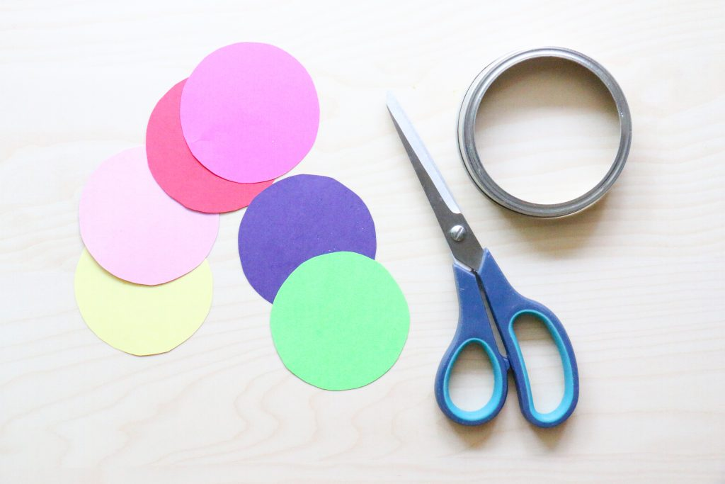 outdoor magnifying glass color hunt - toddler at play (6)