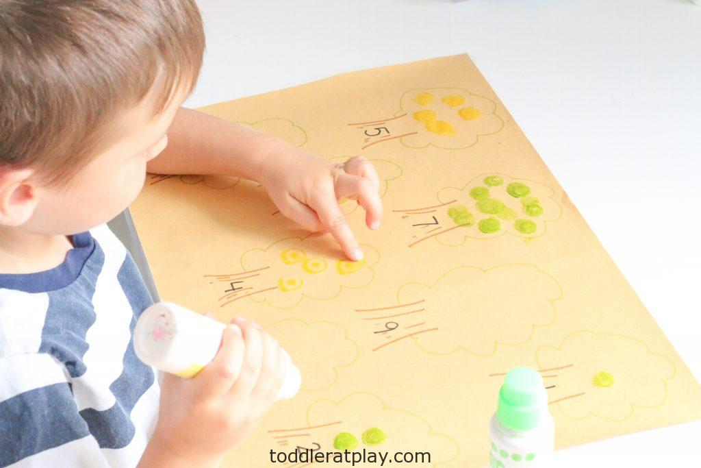 apple tree counting activity - toddler at play (4)