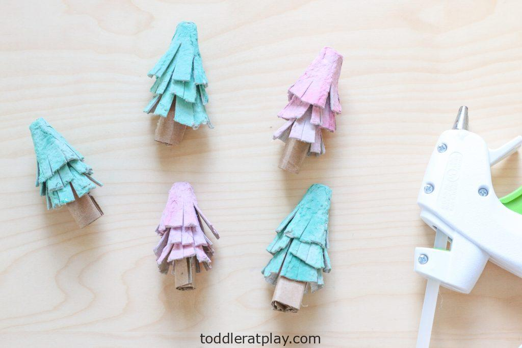 egg carton christmas tree - toddler at play