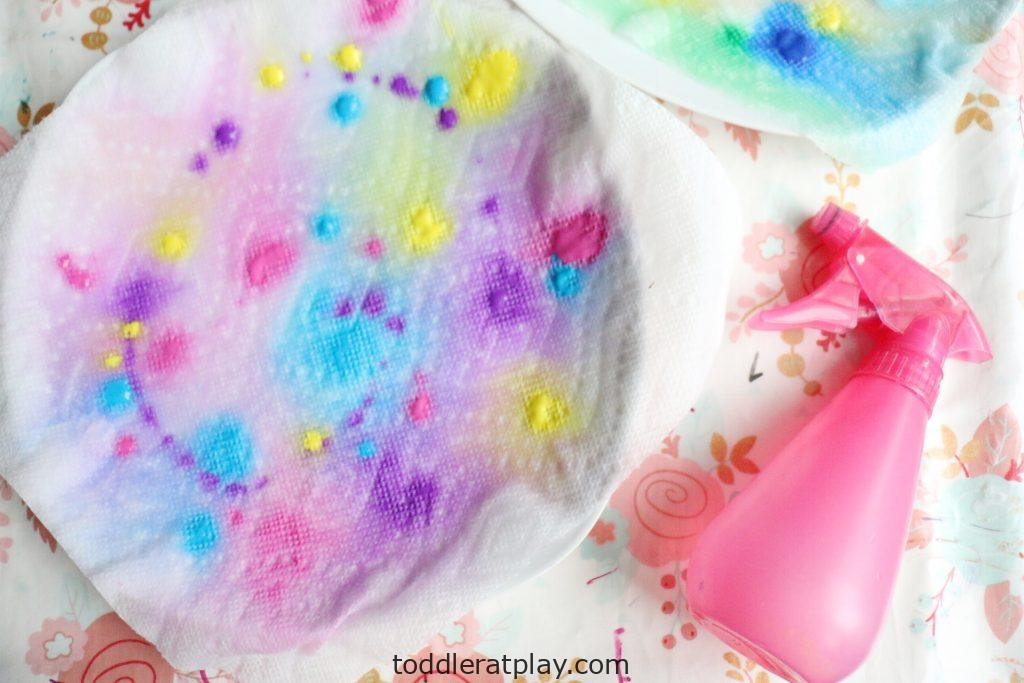 paper towel color mixing- toddler at play (1)