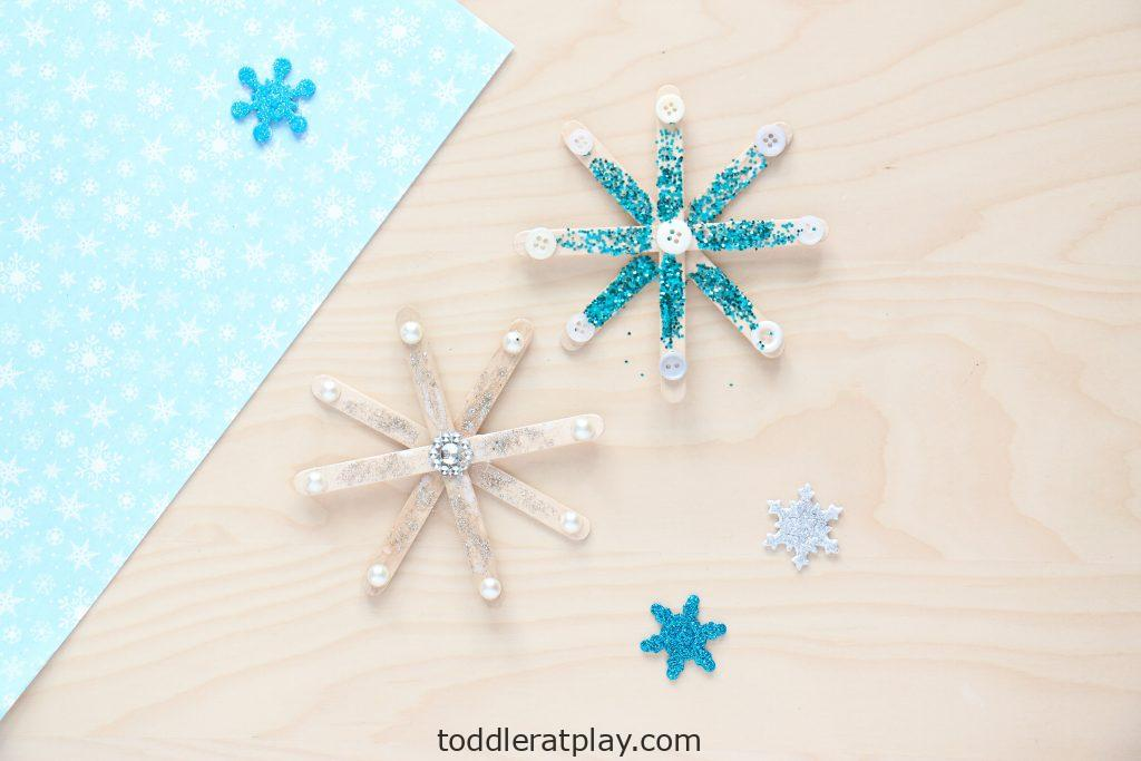 popsicle stick snowflake craft - toddler at play (1)